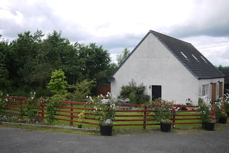 Exclusive cottage between Glasgow and Edinburgh.