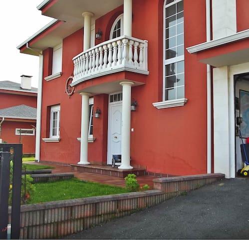 Casa con jardín para 6 a 5 min de la playa - Santa Cruz de Bezana - Dům