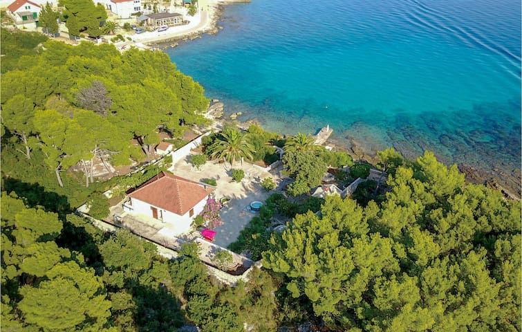 Holiday cottage with 3 bedrooms on 110m² in Sucuraj
