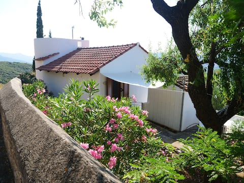 Idyllic 2-Room Holiday Apartment near Monemvasia