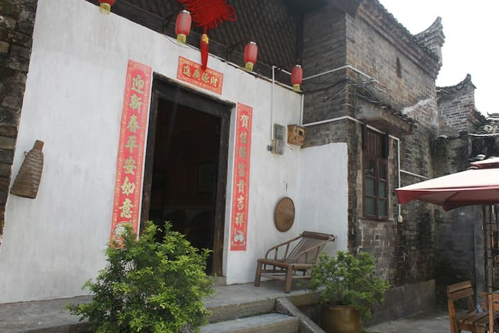 yangshuo loong old house backyard family room