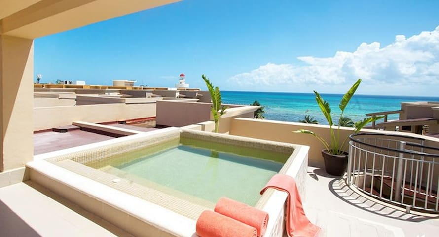 Ocean front condo. Private terrace, pool!!