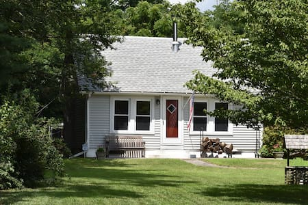 Country Roads House - Millville