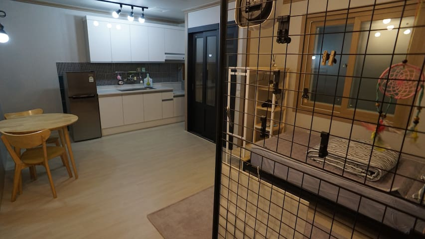 comfy & cozy place in Changwon  코엔코 플레이스