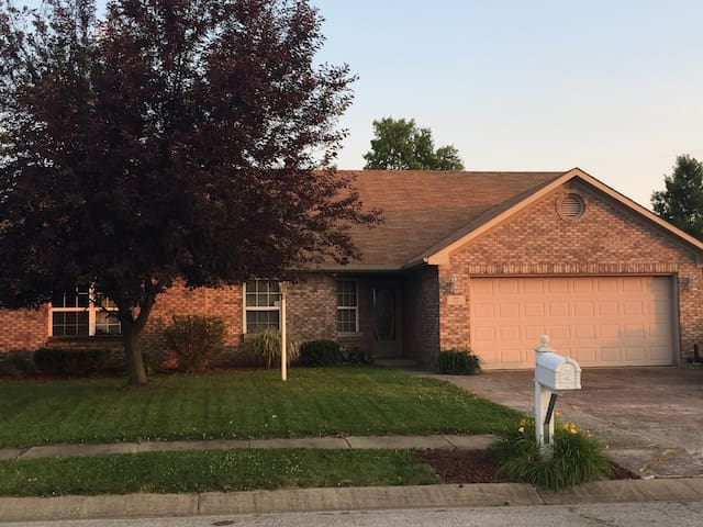 Providing the best stay in Indianapolis - Indianapolis - House