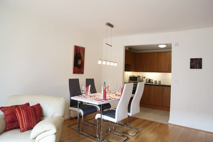 Stylish two-bed with balcony - Dublin - Apartamento