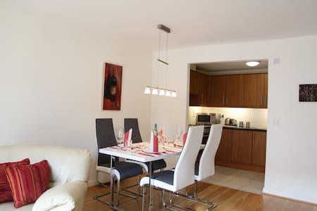 Stylish two-bed with balcony - Dublin - Lakás