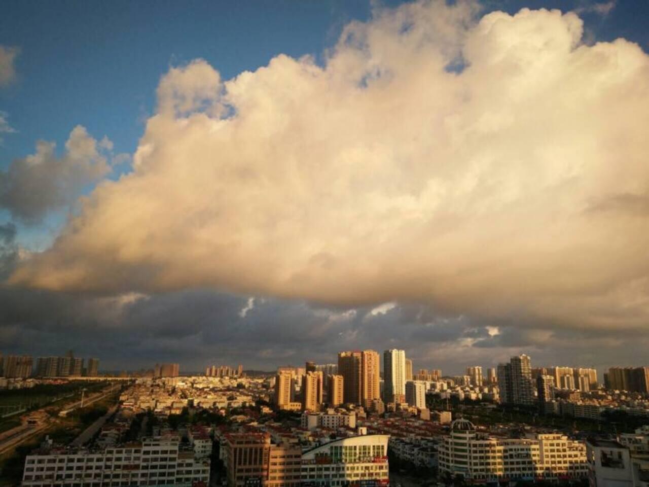 观景阳台上的开阔视野,云☁️飞云舞之美。