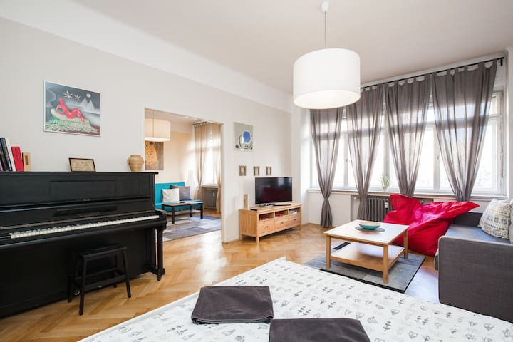 Beautiful Apartment in PERFECT location!