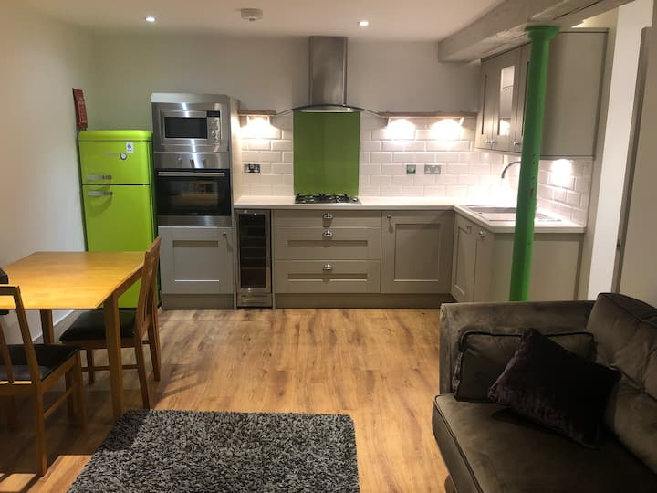 2 bed. Custom House.City Centre.The Hoe. Barbican
