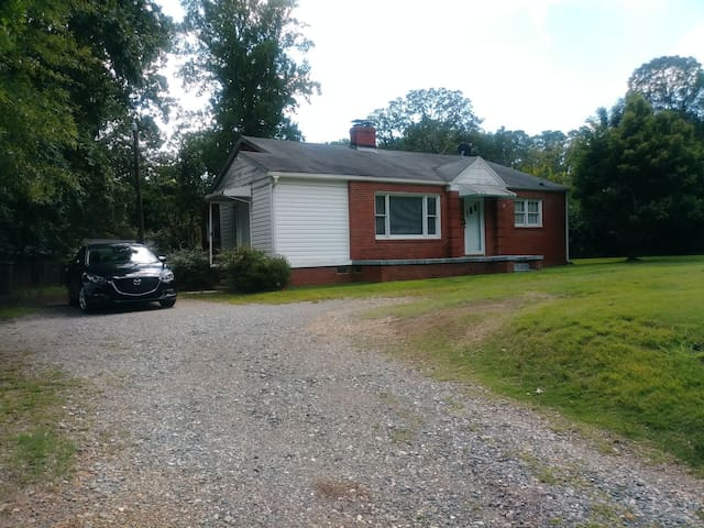 Charming 1950's 2 bed/2 bath house