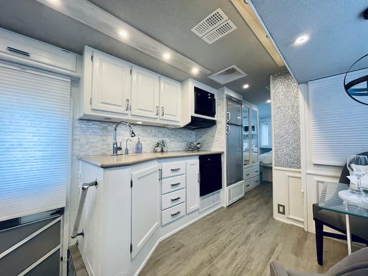 Newly Renovated Luxury Rv