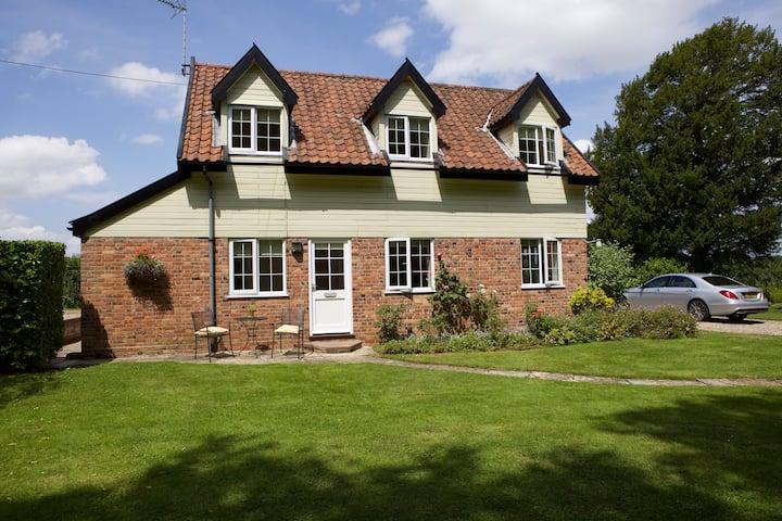 Idyllic secluded Norfolk Cottage