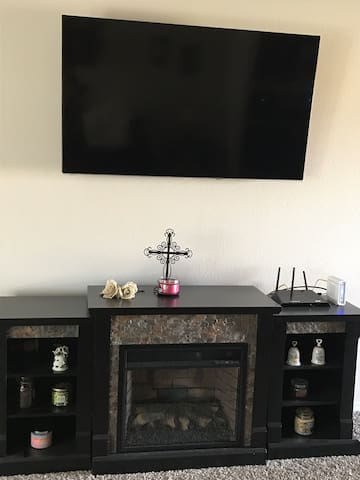 Room available in Tradewinds Square!