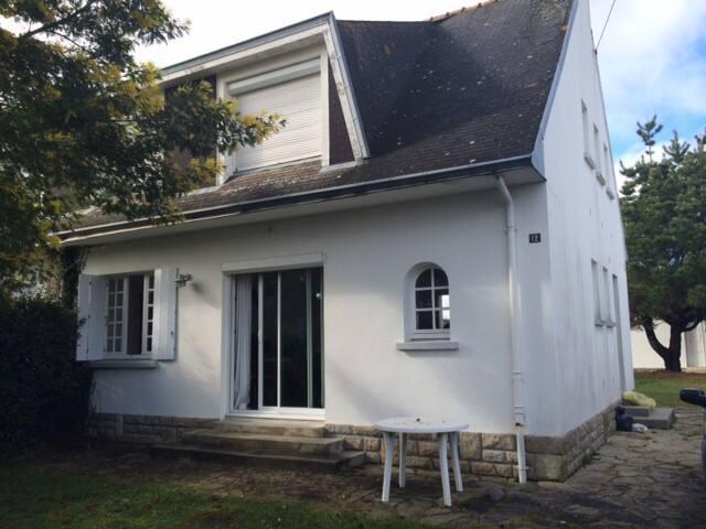 Agréable maison de vacances à 200 m de la plage - Île-Tudy - Haus