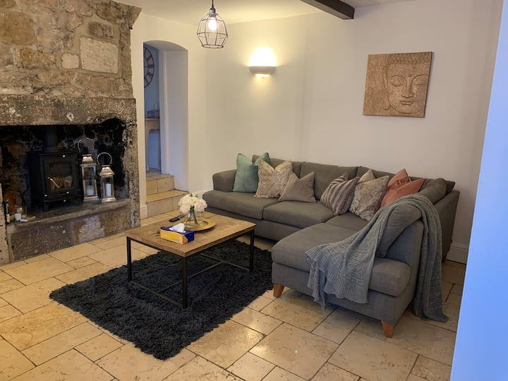Stylish & Cozy Boutique Cottage With a Log Burner