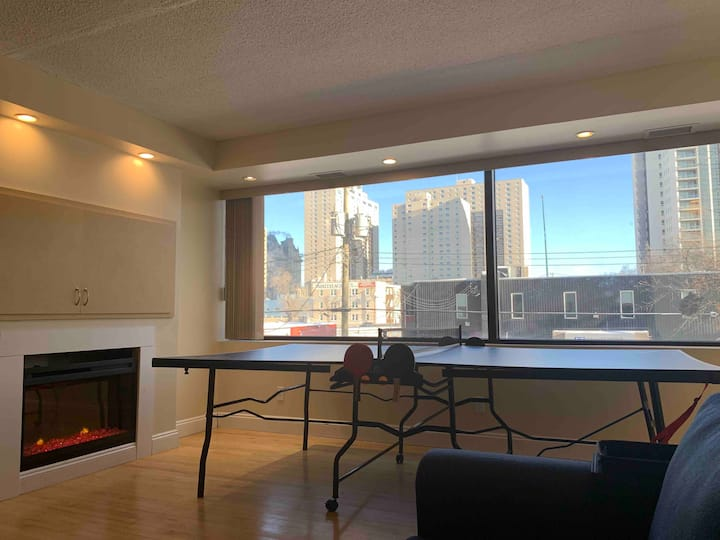 Spacious 1 Bedroom in Heart of Downtown