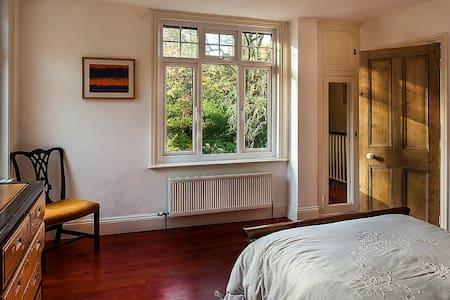Double bedroom in Lyme Regis - Uplyme