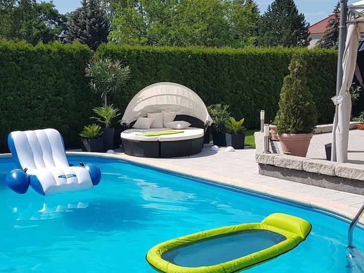 Zimmer im Einfamilienhaus in ruhiger Lage mit Pool