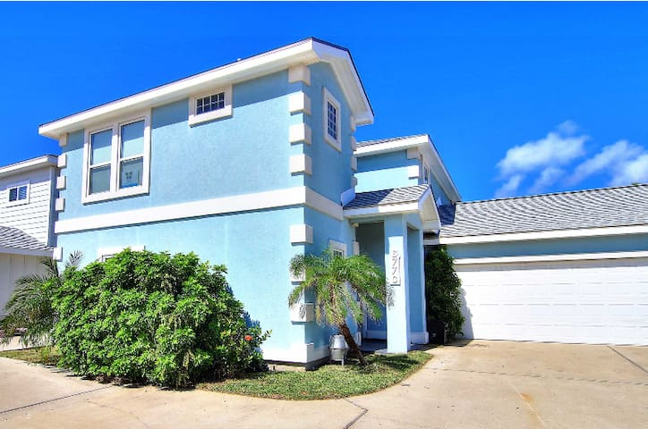 The Blue House: Your Headquarters in Port Aransas