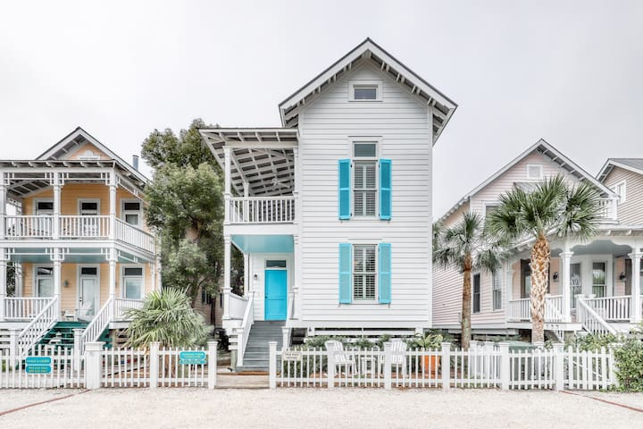 Charleston-style cottage right near beach with access to shared pools!