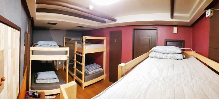 저렴한 6인 혼성 도미토리룸 Cheap dorm room for mix gender