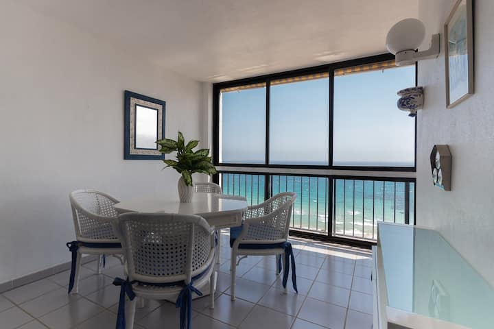 2BD Beachfront - Stunning Sea Views, Direct Access to the Beach
