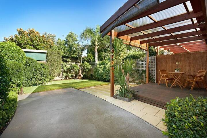Cosy and central house in the heart of Caulfield