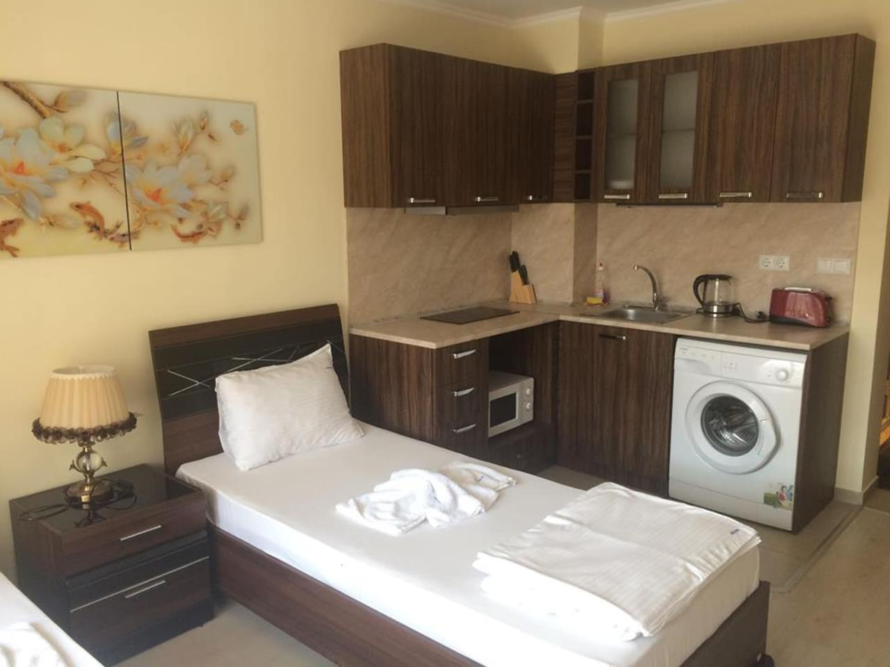 Double Bedroom with kitchen and washing mashine