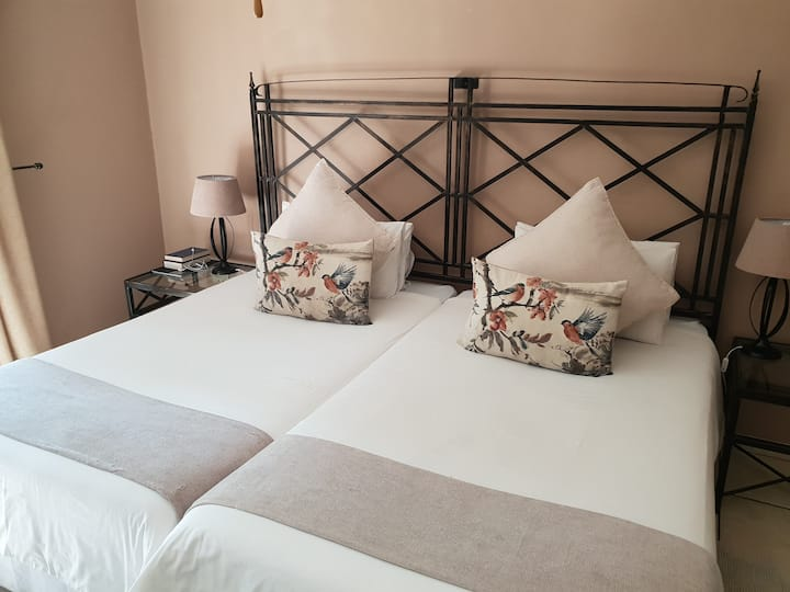 Greenfields Guesthouse Luxury Twin Room