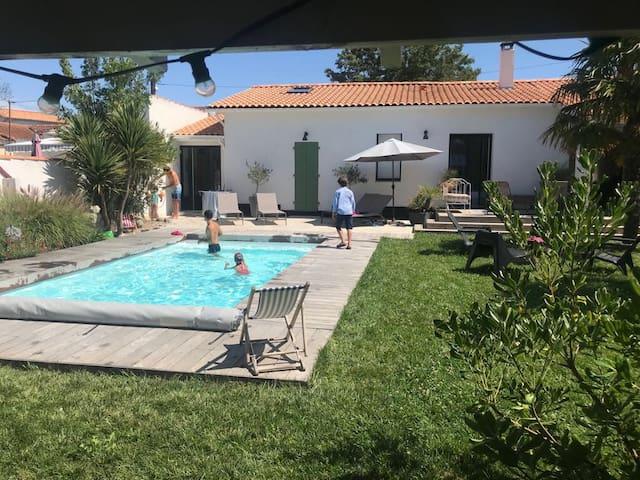 Maison avec piscine chauffée, La Rochelle Centre