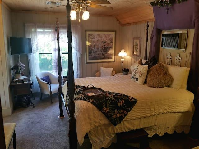 Christopher's Inn- The Sheila Room (Licensed)
