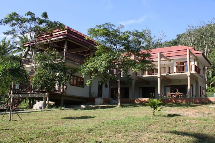 Tamarind. A modern tropical Villa. Penang room - Langkawi - Bed & Breakfast