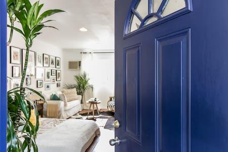 LITTLE BLUE DOOR - Los Angeles - Dom
