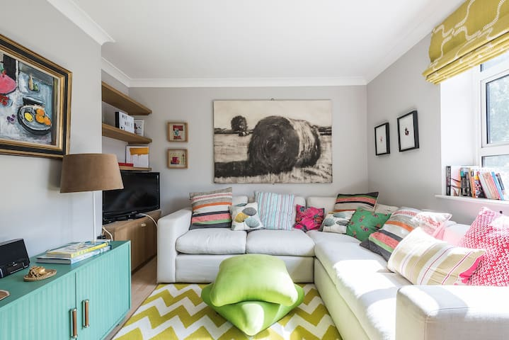 2BR Stylish Apartment in Notting Hill