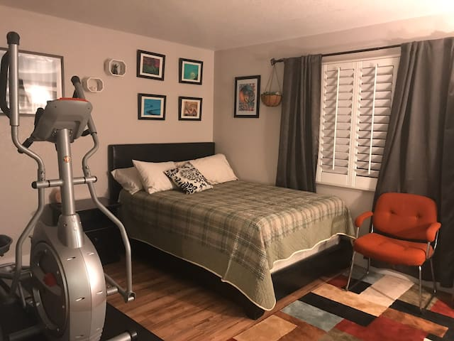 Private Room 15 mins from Red Rock Canyon