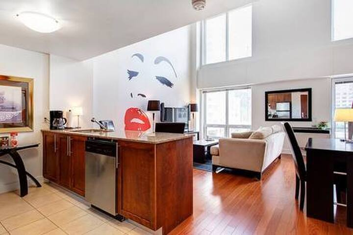 Luxury Mezzanine Condo located Downtown Montreal