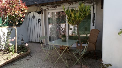 "Lovely little studio with garden   "" La Glycine """