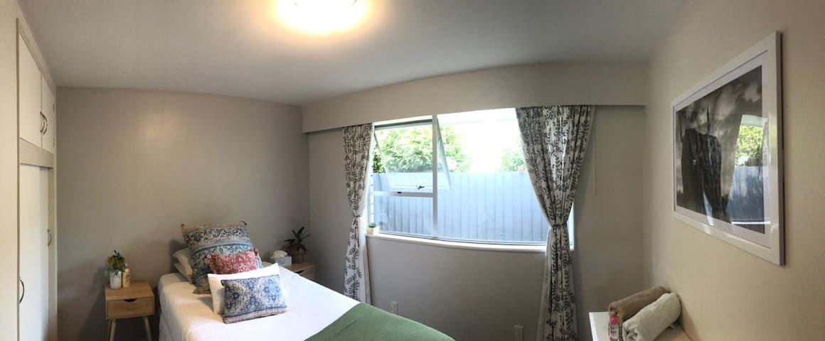 Private bedroom in tidy shared home!