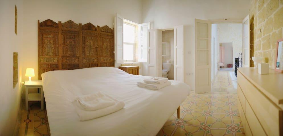 The Corner House in lovely historic Victoria, Gozo - Gozo - Hus