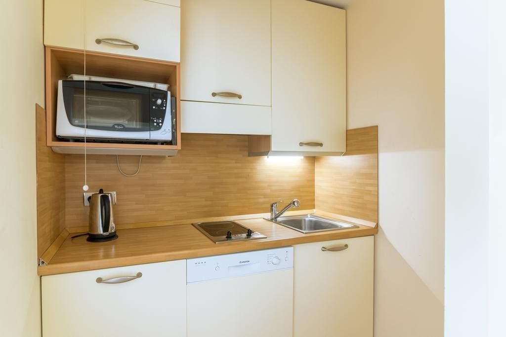 Make a quick meal in the kitchenette.