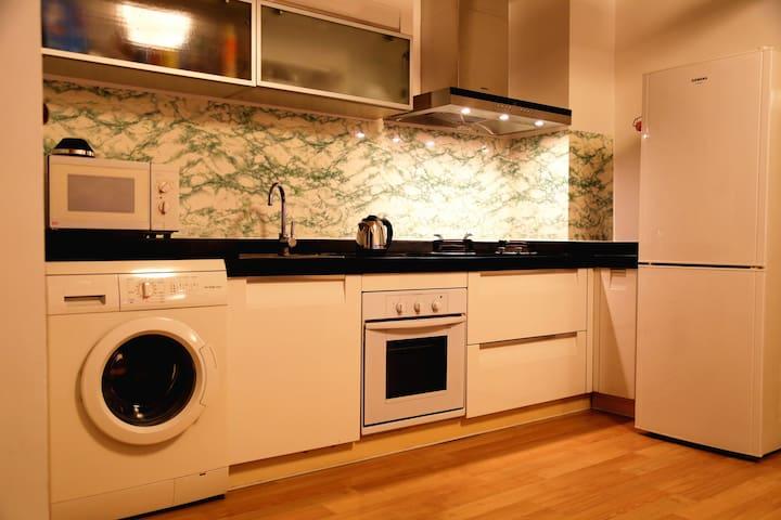 设备齐全的厨房,还有烤箱哦