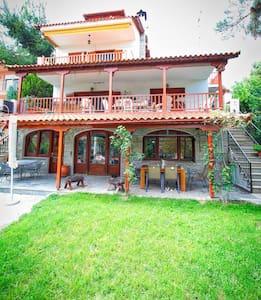 OLIVIA Summer House