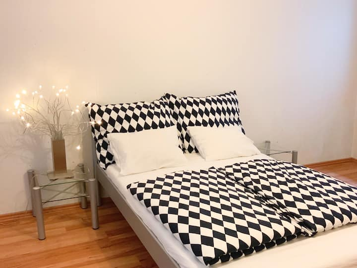 Spacious double bed room with en-suit bathroom