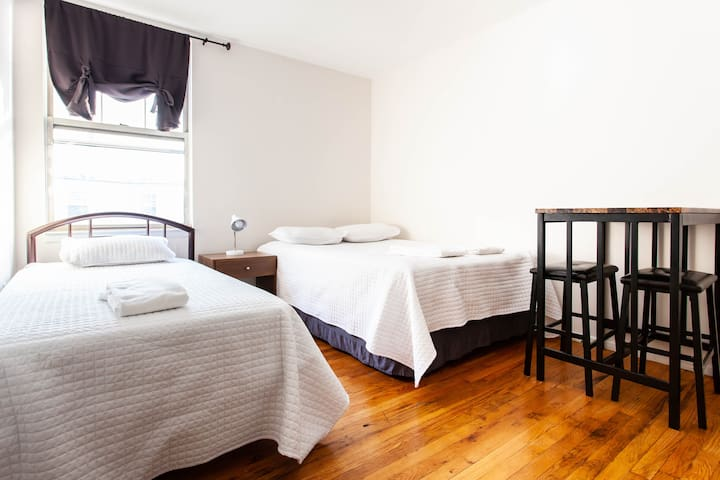 #4 Triple Private  room  20 minutes from Manhattan