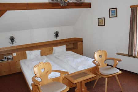 Wunderschönes Doppelzimmer an bester Lage - Pontresina - Bed & Breakfast