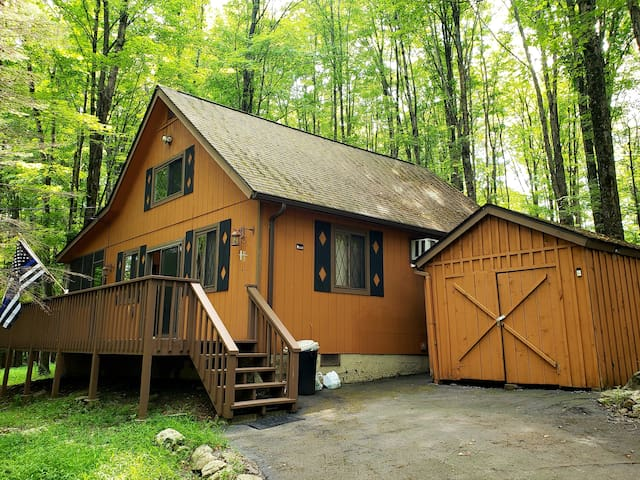 The quintessential Pocono cabin retreat!