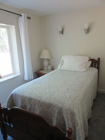 Writer/Meditator's Private Suite/Study: Women only - Ithaca - Casa