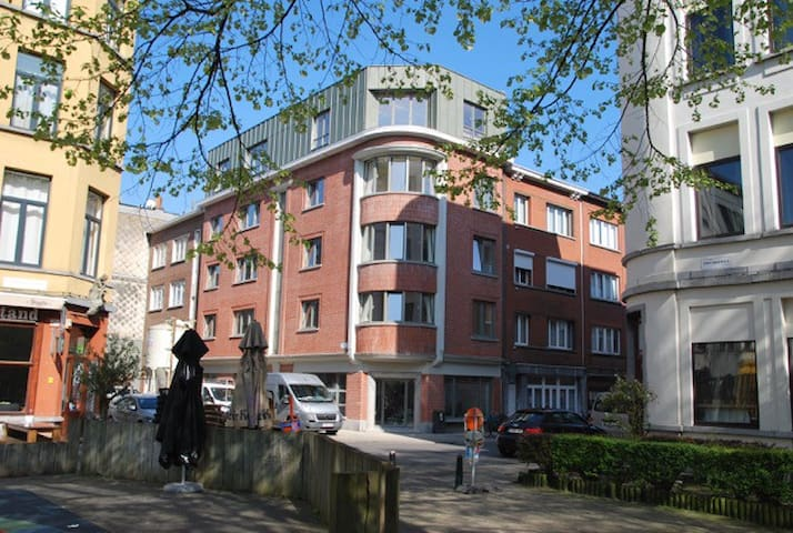 Antwerp J&J Apartment