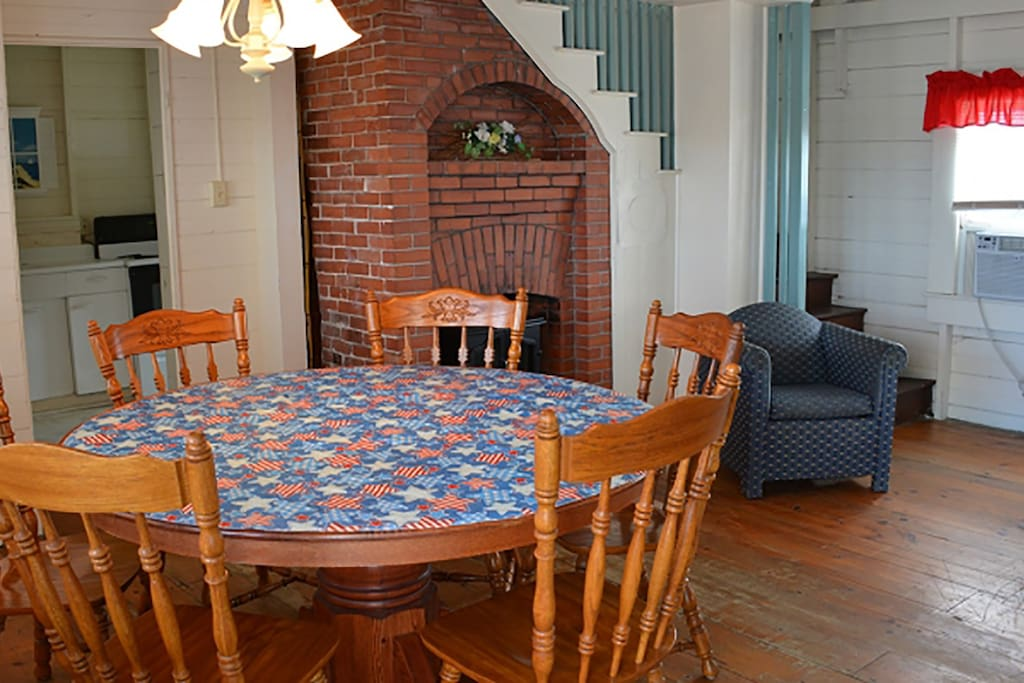 Mary Cottage dining area